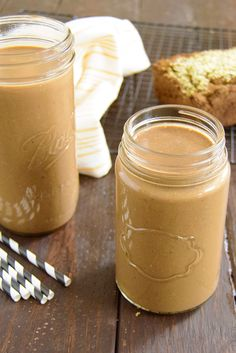 Mocha Cookie Protein Smoothie - get a caffeine boost with your smoothie today! 20 grams of protein, naturally sweetened, vegan, dairy free! Smoothie Packs, Juice Smoothie, Smoothie Drinks, Smoothie Bowl, Healthy Smoothies, Healthy Drinks, Smoothie Recipes, Healthy Snacks, Vegan Recipes