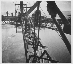 Henri Mallard Building the Sydney Harbour Bridge