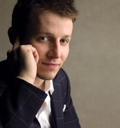Will Estes (JJ Pryor) from American Dreams.He also plays Jamie Reagan from Blue Bloods. Best Tv Shows, Favorite Tv Shows, Jamie Reagan, Blue Bloods Tv Show, Tom Selleck, Raining Men, Love Blue, Good Looking Men, We The People