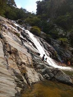 Cascadas de la quebrada Valencia, en el oeste del Parque Nacional Natural Tayrona, en el departamento del Magdalena Magdalena, Valencia, Natural, Water, Outdoor, National Parks, Waterfalls, Scenery, Gripe Water