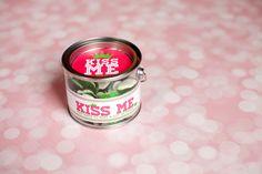 Free Valentine's Day Printable #kissme #modernmomentsdesigns #jessicawilcox