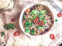 Paistettu riisi ja maapähkinävoikastike - 52 Weeks of Deliciousness 52 Weeks, Vegan Recipes, Vegan Meals, Hummus, Acai Bowl, Breakfast, Ethnic Recipes, Food Food, Red Peppers