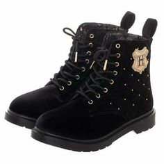 Stay stylish and keep warm while still wearing your favorite Harry Potter gear from your head to your toes with these Harry Potter Women's Boots! The Harry Potter shoes are a pair of combat style boots with a printed satin lining. Harry Potter Mode, Estilo Harry Potter, Harry Potter Shoes, Harry Potter Accessories, Harry Potter Quilt, Harry Potter Style, Harry Potter Outfits, Harry Potter Fashion, Harry Potter Products