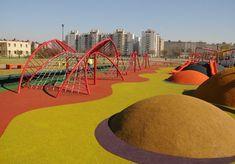 公園和廣場中的前衛遊戲| 新聞| 布宜諾斯艾利斯市-布宜諾斯艾利斯自治市政府 Modern Playground, Playground Design, Kids Area Rugs, Kids Play Area, Landscape Architecture, Landscape Design, New Urbanism, Kindergarten Design, Sport Park