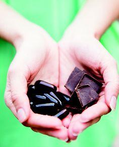 Organic Cocoa Well dark chocolate and supplements with resveratrol and omega 3s | @Jolene Hart @Robin Jolin Photography | #OrganicSpaMagazine