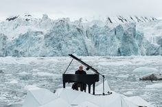 World Renowned Pianist Performs Concert Floating on the Arctic Ocean - My Modern Met