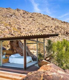 Albert Frey House II in Palm Springs. / Albert Frey, a Swiss-born architect who became a fixture in Palm Springs Palm Springs Häuser, Natur House, Interior Architecture, Interior And Exterior, Desert Homes, Spring Home, Little Houses, Tiny House, Mid-century Modern