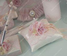 Подушечка для колец Felicita светло-розовая в нужном цветовом решении с учетом пожеланий по стилю оформления и деталям декора от Шик Европейский