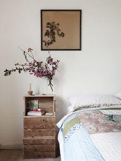 Country home in Australia // Casa country vintage en Australia // Casa Haus via The Design Files Home Bedroom, Bedroom Decor, Floral Bedroom, Bedrooms, Budget Bedroom, Bedroom Ideas, Master Bedroom, Armoire En Pin, Deco Addict