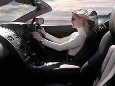 دراسه : المرأة أمهر من الرجل في قيادة السيارة