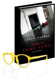 Non è come pensi.. è meglio!  Questo giallo avvincente di Sophie Hannah conquista e ci riempie la mente di dubbi da sciogliere e di inganni da svelare. Consigliato per chi ama la suspence!  Ovviamente noi vi consigliamo di leggerlo indossando un occhiale abbinato al genere, un Vintage Vitaminic in versione giallo paglierino...