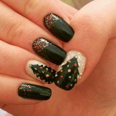 #nail #nails #nailart #winter #christmas #christmasnail #christmasnailart #snow #gold #green #red