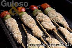 Sugestão de #almoço rápido e delicioso! E o melhor, os Espetinhos de Peito de Frango Empanado são assados!  #Receita aqui: http://www.gulosoesaudavel.com.br/2014/02/05/espetinhos-peito-frango-empanado/
