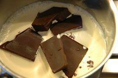 How to make ganache - Carola Bakes Sweeteners Ganache Recipe, Chocolate Mousse Recipe, Chocolate Pudding, Chocolate Recipes, Mini Desserts, Delicious Desserts, Caramel Bonbons, Baking Recipes, Cake Recipes