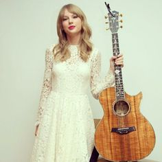 Taylor wearing Dolce & Gabbana to the 'One Chance' press conference <3