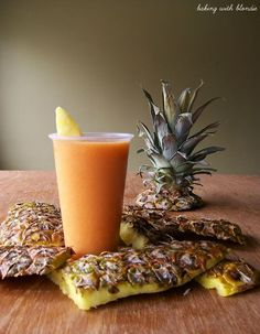 Carrot, Pineapple, Banana, and Orange Smoothie. Liver cleansing raw food anti cancer diet recipes for a healthy liver. Smoothie Detox, Smoothie Drinks, Healthy Smoothies, Healthy Drinks, Healthy Snacks, Healthy Eating, Carrot Smoothie, Homemade Smoothies, Orange Smoothie