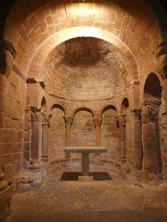 Royal Monastery of San Juan de la Peña, Province of Huesca, Aragon Romanesque Art, Romanesque Architecture, Historical Architecture, Beautiful Architecture, Beautiful Buildings, Art And Architecture, Architecture Romane, Architecture Religieuse, Places In Spain