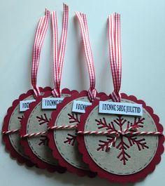 18. december - og Til og Fra kort igen :)  Begge lavede med skønne nye dis fra Gummiapan (snefnug og deer)        Igen 4 af hver :)       ...