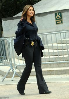 They're straight-talking police officers in Law & Order: SVU. And, to ensure they look the part, both Mariska Hargitay and Kelli Giddish cut sharp-suited figures on Tuesday. Detective Outfit, Police Detective, Cop Outfit, Mein Job, Female Cop, Suits For Women, Clothes For Women, Olivia Benson, Mariska Hargitay