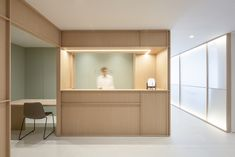 Francesc Rifé Studio completed the Swiss Concept Clinic with a minimalist design for this facial surgery and dental clinic in Valencia, Spain. Mainly inspired by Eastern … Clinic Interior Design, Lobby Interior, Clinic Design, Healthcare Design, Interior Architecture, Healthcare Architecture, Green Painted Walls, White Walls, Matrix Design