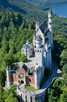 Interesting facts about Germany, Neuschwanstein Castle If you like this European castle. Check others on my Castles in Europe board :) Thanks for sharing! Beautiful Castles, Beautiful World, Beautiful Places, Amazing Places, Chateau Medieval, Medieval Castle, Places To Travel, Places To See, Castles To Visit