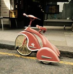 it's like a vespa tricycle. Velo Retro, Velo Vintage, Vintage Bicycles, Retro Bicycle, Dutch Bicycle, Vintage Motorcycles, Art Deco, Pedal Cars, Vw T1
