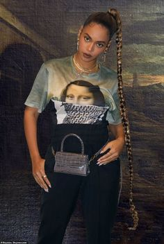 Beyonce commemorates birthday by sharing several photos from year Details: Beyonce accessorized with a grey python leather designer hip bag, several necklaces and dangling earrings Beyonce 2013, Estilo Beyonce, Beyonce Knowles Carter, Beyonce Style, Beyonce Beyonce, Kylie Jenner, Beyonce Braids, Black Girls Hairstyles, Beyonce Hairstyles
