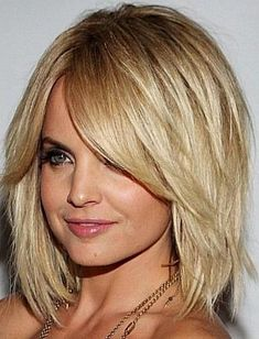 20 casual haircuts for thin hair. Best and trendy haircuts for thin hair. Add body and movement in your hair with these haircuts for thin hair. Medium Shag Haircuts, Layered Bob Haircuts, Long Bob Haircuts, Haircuts For Fine Hair, Haircut For Thick Hair, Layered Hairstyles, Hairstyles Haircuts, Trendy Hairstyles, Beautiful Hairstyles
