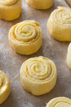 An overnight friendly, bakery style orange rolls recipe that makes 12 perfect, fluffy rolls with orange cream cheese icing. A favorite brunch and breakfast! Orange Cinnamon Rolls, Orange Sweet Rolls, Roll Eat, Frozen Dinner Rolls, Sweet Roll Recipe, British Baking, Rolls Recipe, Sweet Recipes, Citrus Recipes