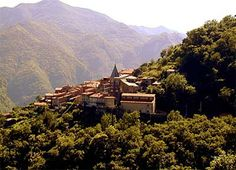 This picture of Lunigiana looks like it came out of a fairy tale!