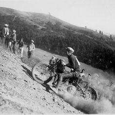 Old school hill climber ✊ #HarleyDavidson #racing #climber #moto #motolovers #instamoto #oldschool #motorbike #motorcycle #museum #Barcelona #Bassella  via ✨ @padgram ✨(http://dl.padgram.com)