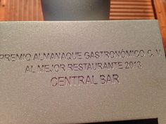 Premio como Mejor Restaurante de 2013 en la Comunitat Valenciana para Central Bar que concede el Almanaque Gastronómico de la Comunitat Valenciana. Central Bar, Place Cards, Place Card Holders, Restaurants, Get Well Soon, Ricard