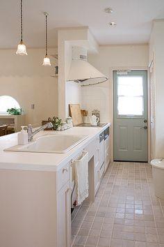 キッチン : HOME SWEET HOME  *大屋根の小さなおうち*