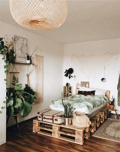 cama de palletssss a mix of mid century modern bohemian and industrial interior style home and apartment decor decoration ideas home design be ? Decoration Bedroom, Home Decor Bedroom, Diy Home Decor, Bedroom Ideas, Bedroom Beach, Diy Bedroom, Bedroom Inspiration, Travel Bedroom, Bedroom Rustic