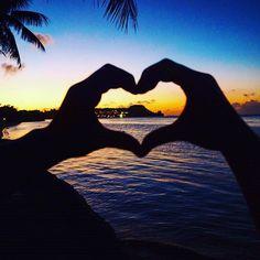 【harunanishizaki】さんのInstagramをピンしています。 《ローカルの写真撮ってくれた男性にやらされた´◡` でも、これ実はやってみたかった♡笑  ダイヤモンドヘッドじゃないのに、ダイヤモンドヘッドとか言ってた笑  ここはグアムだょ🌅  とりあえず、幸せ♡  #sunset #trip  #travel #traveler #pool #travelphotography  #travelgram #旅 #旅行  #海外旅行 #写真好き #旅行好き #旅好きな人と繋がりたい  #海外好きな人と繋がりたい #写真好きな人と繋がりたい #相互フォロー #followme #guam #南国 #グアム #海 #タモン #ビーチ #beach #tumon #権利収入 #脱サラ #夕陽》