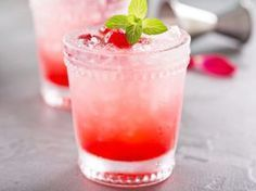 Top Binge-Watching Drinks with 3 Ingredients or Less - Thirsty Gals Corner Best Gin Cocktails, Cocktail Recipes, Cocktail Drinks, Limoncello Cocktails, Cocktail Ideas, Lemon And Lime Cheesecake, Raspberry Mojito, Craft Gin, Punch Recipes