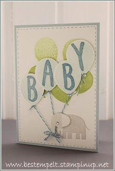 Eine Babykarte mit Ballons