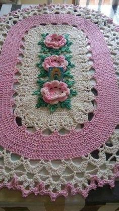 This Pin was discovered by Isabel Dagostin. Discover (and save! Crochet Bolero Pattern, Crochet Stitches Patterns, Doily Patterns, Knitting Patterns, Crochet Kitchen, Crochet Home, Crochet Baby, Knit Crochet, Crochet Table Runner