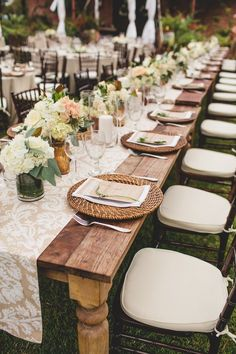 La Tavola Fine Linen Rental: Williamsburg Natural Table Runner | Photography: SMS Photography, Coordination & Event Design: Brock + Co. Events, Floral Design: Unexpected Elements