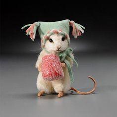 R John Wright Sugar Christmas Mouse (new) – tiere Needle Felted Animals, Felt Animals, Cute Animals, Wet Felting, Needle Felting, Sugar Mice, Wooly Bully, John Wright, Felt Mouse