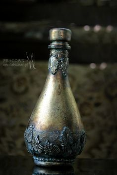 1 million+ Stunning Free Images to Use Anywhere Old Wine Bottles, Recycled Wine Bottles, Wine Bottle Art, Antique Bottles, Vintage Bottles, Wine Bottle Crafts, Bottles And Jars, Glass Bottles, Big Wine Glass