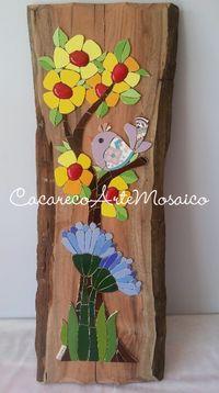 Quadro em mosaico sobre madeira de demolição. Azulejos e gemas cerâmicas. www.facebook.com/CacarecoArteMosaico