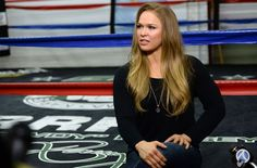 Debería Ronda Rousey Considerar Un Tiempo Fuera En El Año 2016 Antes De Regresar A La UFC?  Mira el detalle.