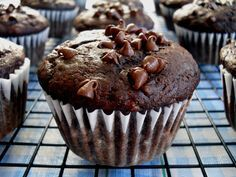 Homemade Muffins: 21 From-Scratch Homemade Muffin Recipes (Back Home Again Series) Choc Banana Muffins, Muffins Blueberry, Double Chocolate Chip Muffins, Donut Muffins, Baking Muffins, Chocolate Sin Gluten, Chocolate Oats, Delicious Chocolate, Healthy Chocolate