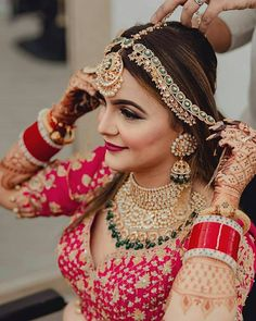 Handpicked Designer Bridal Jewellery to Complement Your Bridal Look Indian Bridal Photos, Indian Bridal Jewelry Sets, Indian Bridal Makeup, Indian Bridal Outfits, Indian Bridal Fashion, Indian Bridal Wear, Bridal Jewellery, Indian Jewelry, Wedding Jewelry