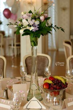 Aranjament înalt pentru masă cu flori de primăvară – Flowers of Soul Iris, Table Decorations, Home Decor, Irise, Decoration Home, Room Decor, Irises, Dinner Table Decorations, Bearded Iris
