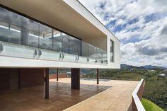 Modern House Design : Valley House / David Guerra
