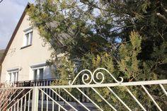 Eladó balatonfüredi családi ház - Balatonfüreden Tamáshegy lábánál egy háromszintes családi ház nagméretű déli fekvésű terasszal - Kód: ALH52 - http://balatonhomes.com/ALH52/lakohaz-balatonfured-200nm-365nm - Vételár: 52 500 000 Ft. - BalatonHomes Ingatlanközvetítés: http://balatonhomes.com/ - Telefonos elérhetőség: +36 30 474 5901 A telefonban hivatkozzon erre az ingatlan kódra: ALH52.