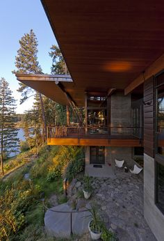 Lake Residence by Uptic Studios / Lake Coeur d'Alene, North Idaho, USA