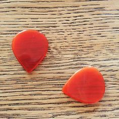 Red Stone Agate Picks! Simply amazing!  Click here for more info: http://www.agatepick.guitars/negozio.php  #rigbusters #rigbusters_kemper_profiles #Kemper #kemperamps #kemperprofiler #kemperprofilingamp